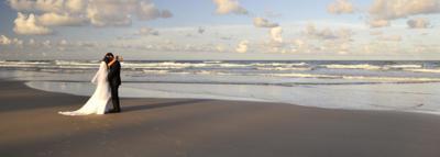 Allegria Hotel Hosts Beach Wedding Ceremonies, Boardwalk Included!
